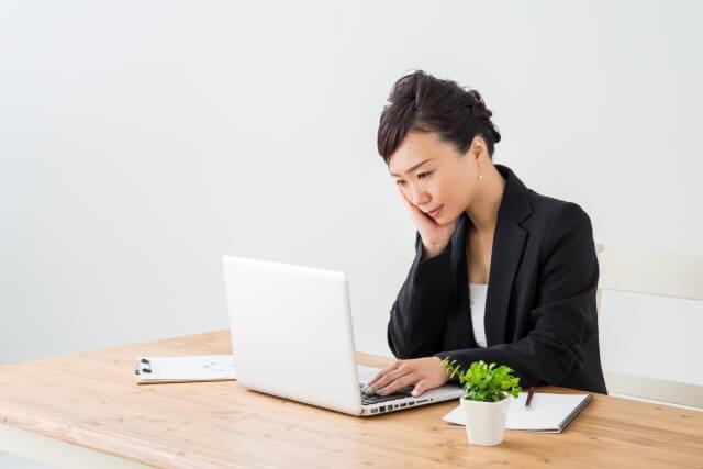 週末起業を始める場合は会社に報告するべき?