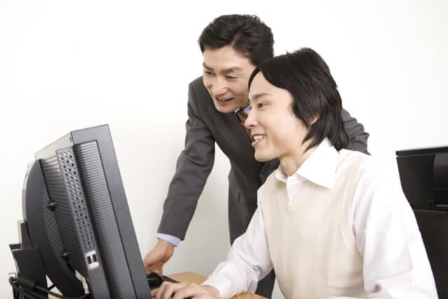 パソコン教室の週末起業。必要な資格やスキル・成功のポイントは?